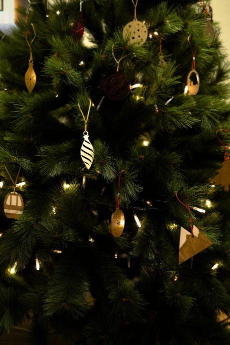 Una_pagina_en_blanco_-Arce_Rojo-Navidad-arbol