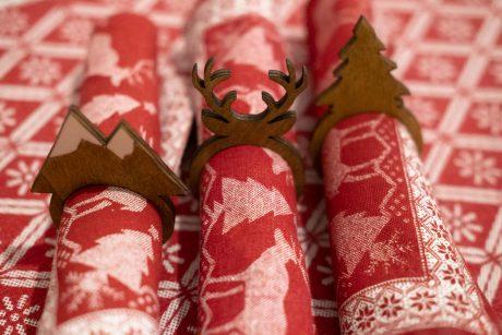 Una_pagina_en_blanco_-Arce_Rojo-Navidad-medio juego servilleteros invierno pino_ciervo_montanas