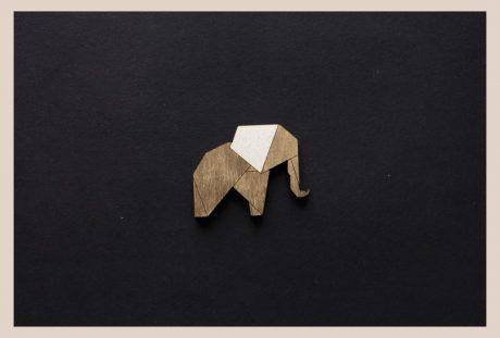 Una_Pagina_en_blanco_catalogo_AR_coleccion_permanente_broches_zoo_II_Elefante
