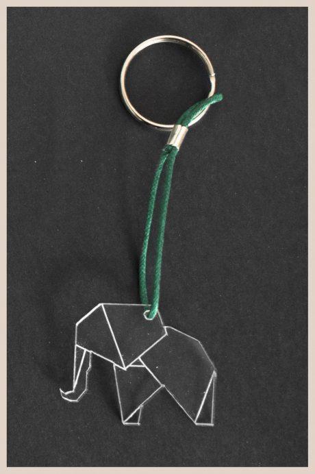 Una_Pagina_en_blanco_catalogo_AR_coleccion_permanente_llaveros_Zoo_elefante