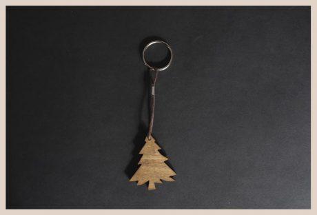 Una_pagina_en_blanco_catalogo_AR_coleccion_temporada_invierno_llaveros_arbol_II