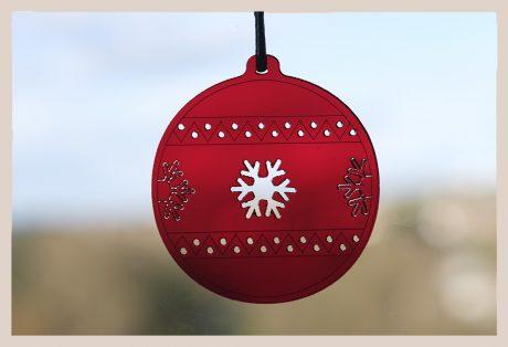 Una_Pagina_en_Blanco_catalogo_AR_coleccion_invierno_lifestyle_especial_Navidad_bolas metacrilato rojas fondo ventana_4