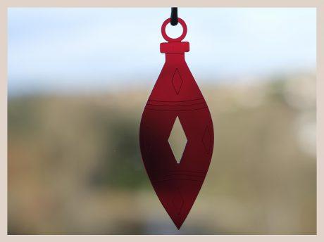 Una_Pagina_en_Blanco_catalogo_AR_coleccion_invierno_lifestyle_especial_Navidad_bolas metacrilato rojas fondo ventana_7