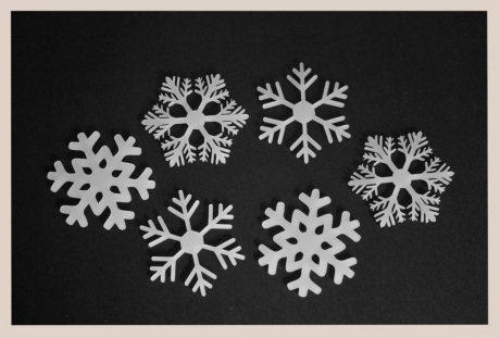 Una_pagina_en_blanco_catalogo_AR_coleccion_temporada_invierno_posavasos_copos_hielo